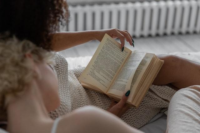 Czytanie książek – dlaczego jest ważne?